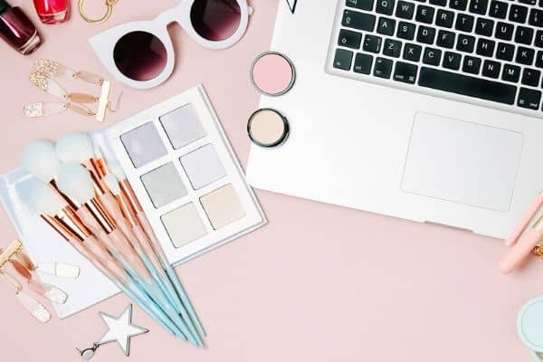 8 Types of Beauty Careers You Can Do from Home