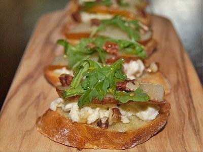 Pear Gorgonzola Crostini Recipe