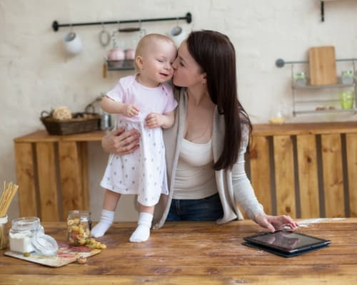 Ways to Stay Focused When You're a Mom Entrepreneur