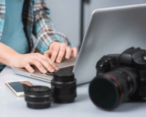 From Fired to In-Demand Photographer - One Mom's Story #photographer #business